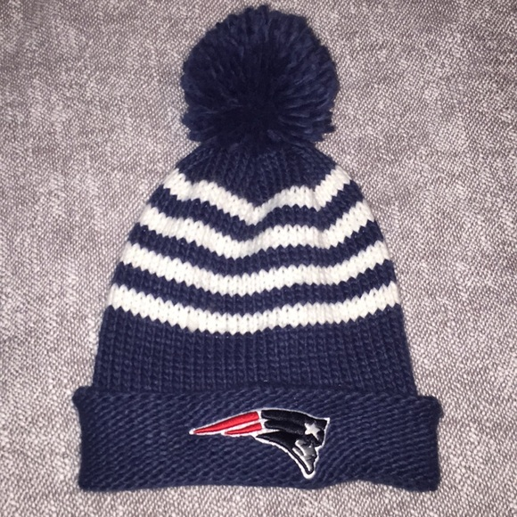 buy online 49379 c7f02 New England Patriots Striped Pom Beanie. M 5a357549fcdc316a640171c4
